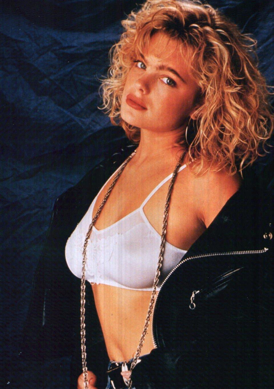 Erika Eleniak nackt, Oben ohne Bilder, Playboy Fotos,